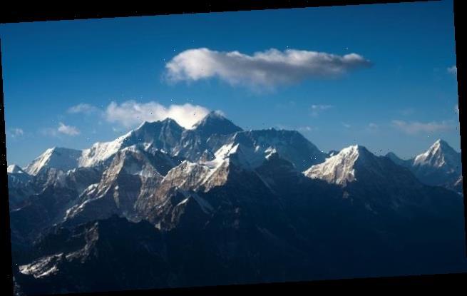 China closes Mount Everest in bid to stop spread of coronavirus