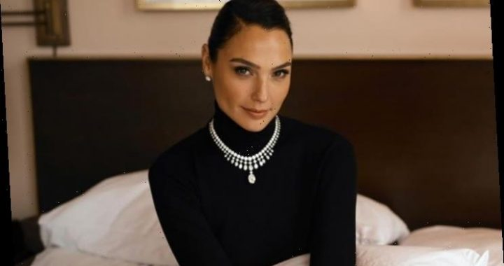 Gal Gadot Calls End to Teenage Marriage With Selfie for Vow for Girls Campaign