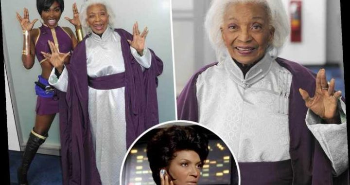 Star Trek legend Nichelle Nichols, 89, gives vulcan sign  ahead of film release