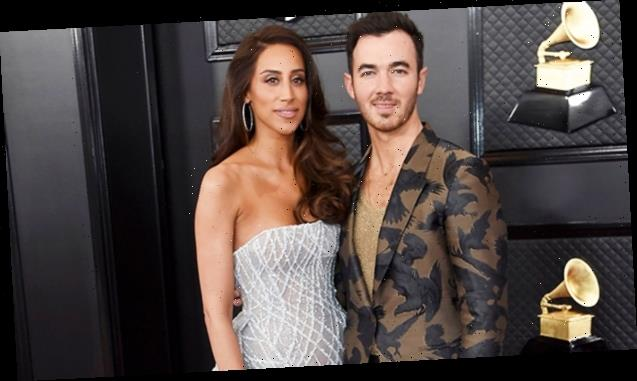 Kevin Jonas' Adorable Daughters Pretend To Be The Jonas Brothers While Singing Into His Billboard Awards