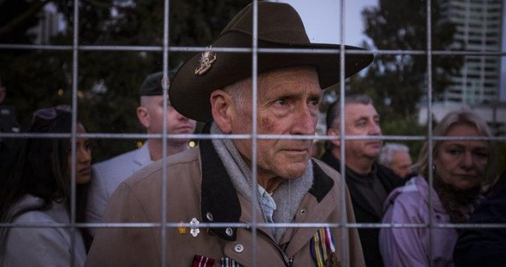 'Dumb government fence': Crowds return for Anzac Day service, but some veterans locked out by fence