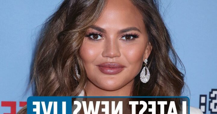 Chrissy Teigen tweets latest – Star apologizes for resurfaced troll posts after Michael Costello says she 'bullied him'