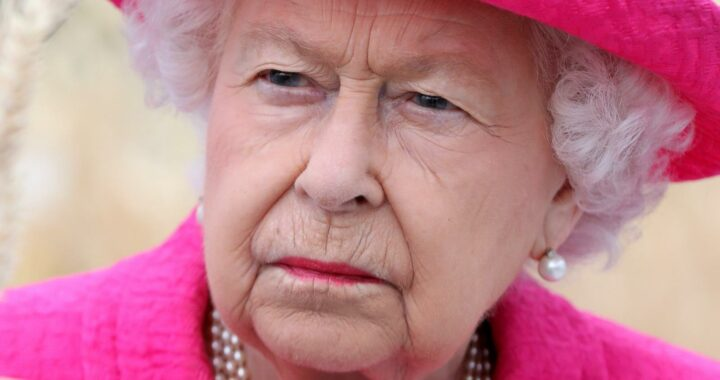 Royal Expert Shares How Queen Elizabeth Must Feel About Harry And Meghan's Behavior
