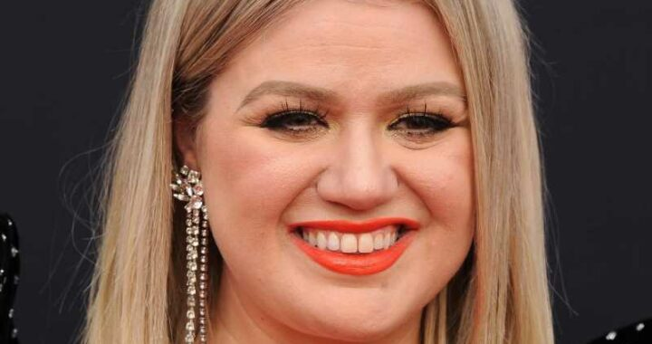 Expert Reveals How Kelly Clarkson Is Winning Her Divorce