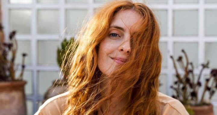 How to Get the Perfect Heatless Blowout Only Using a T-Shirt